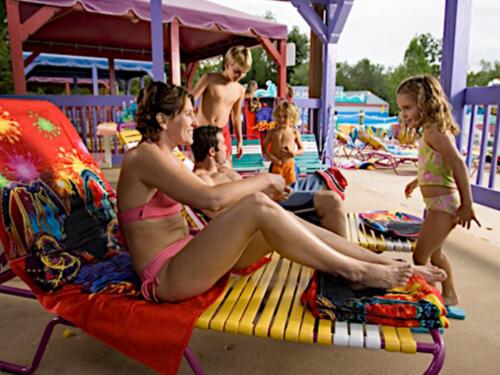 williamsburg-virginia-spinnaker resorts-facebook-waterside-usa-cabana