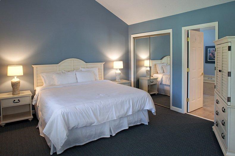 hilton head island carolina club resort 2 bedroom master bedroom and bathroom