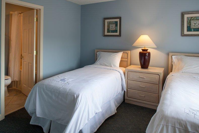 hilton head island southwind resort 3 bedroom twin bedroom and bathroom