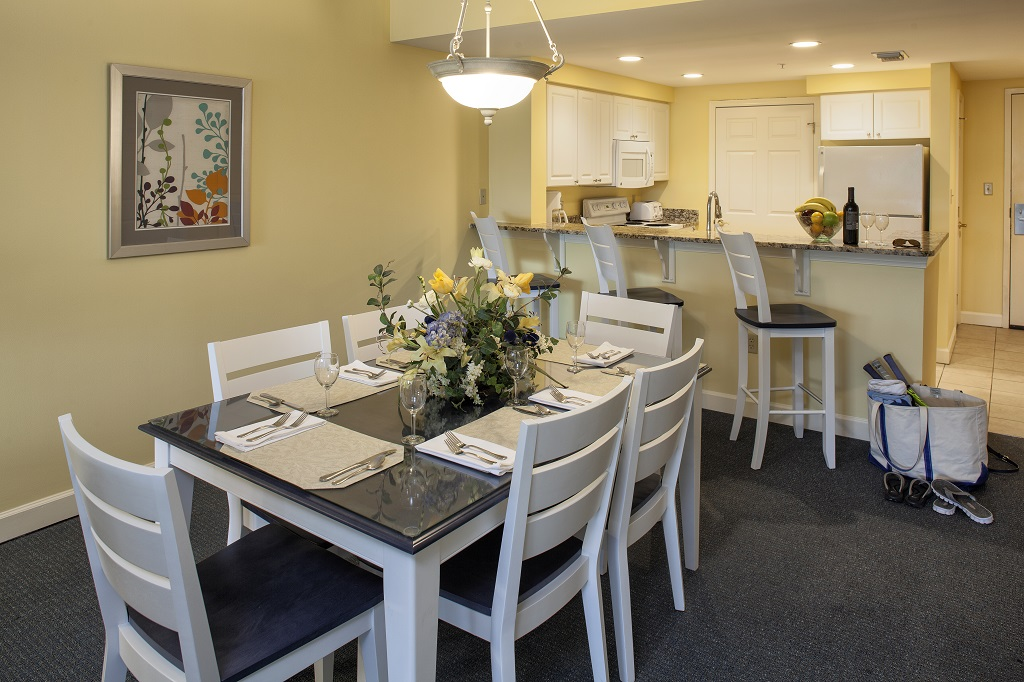 hilton head island waterside resort 2 bedroom dining and kitchen props