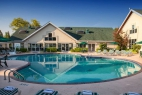 branson-palace-view-outdoor-pool-activities-centre-closeup