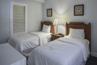 ormond-beach-royal-floridian-south-twin-bedroom