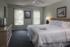 hilton-head-island-the-cottages-2-bedroom-master-bedroom