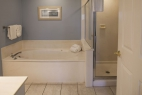 hilton-head-island_resort_waterside_5200-building_interior_3-bedroom_bathroom2_600X400_nov-2016