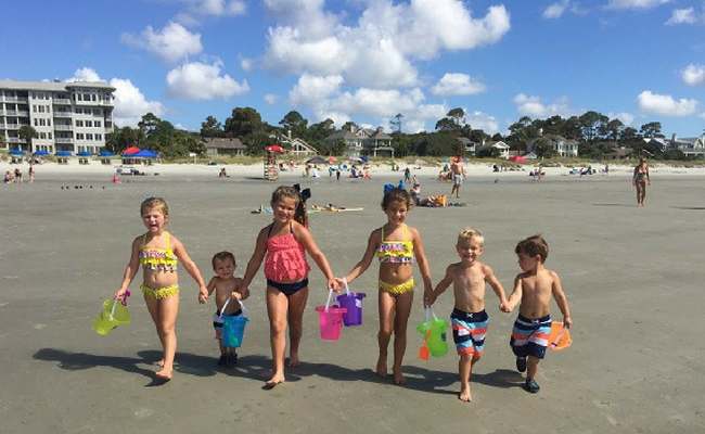 15 Beach Activities Fun for the Whole Family