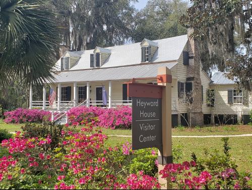 bluffton-south-carolina-spinnaker-resorts-facebook-heyward-house-visitor-center