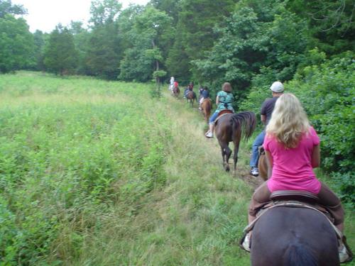 branson-missouri-spinnaker-resorts-facebook-horseback-riding