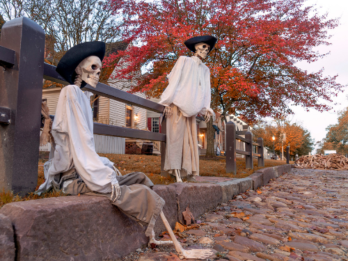 williamsburg-virginia-spinnaker-resorts-facebook-fall-foliage-carriage-ride-colonial-times